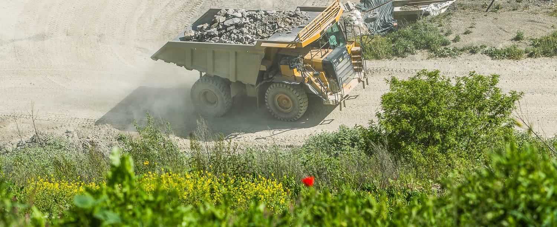 Umwelt Renaturierung Rekultivierung Muldenkipper Schotterwerk Mayer
